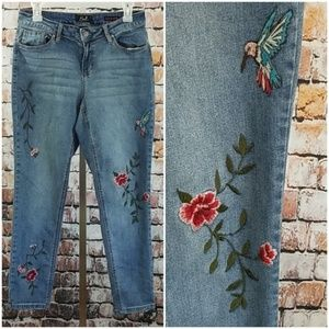 Earl Jean Embroidered Humming Bird Skinny Ankle